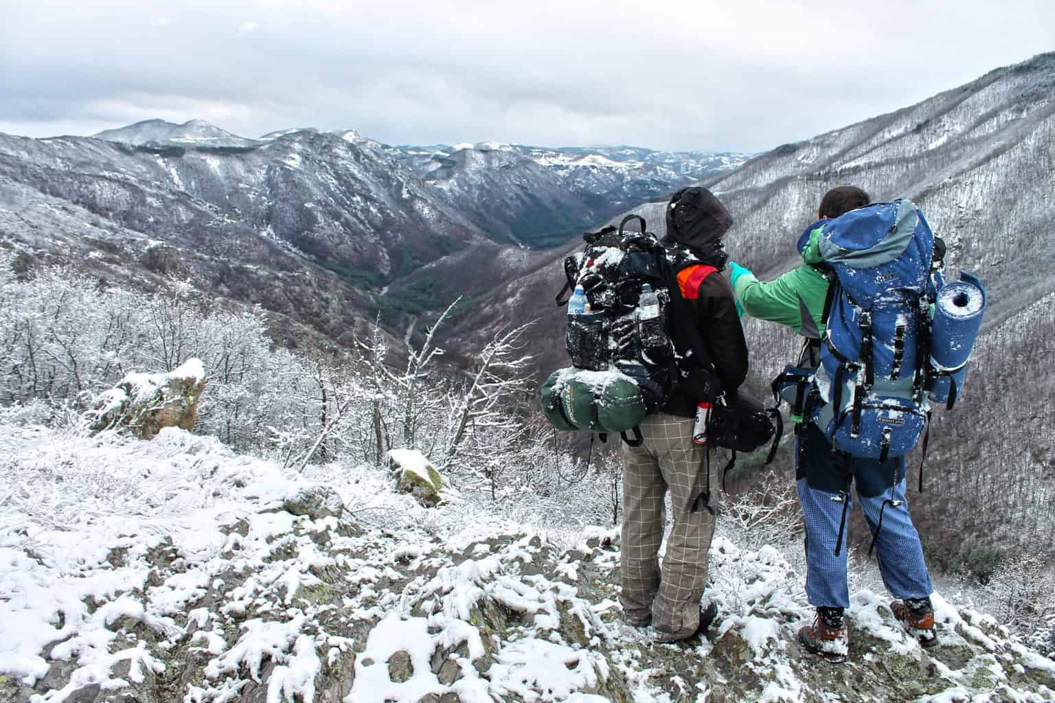 winter hiking checklist for serious hikers