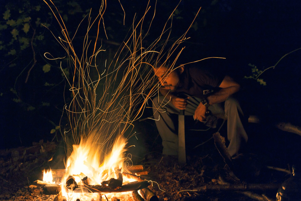 how to keep a campfire going all night
