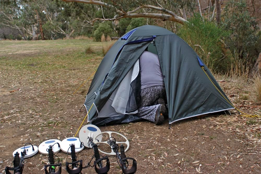 how to blackout a tent